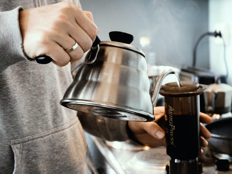 Kỹ thuật pha cà phê bằng Aeropress | PrimeCoffee