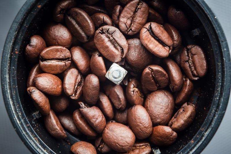 Cà phê decaf và các quá trình khử caffeine phổ biến Prime Coffee